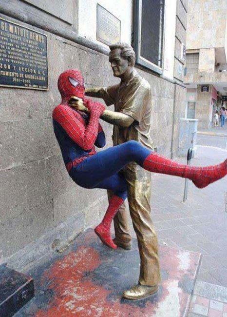fotos-graciosas-con-estatuas2