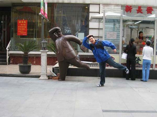 fotos-graciosas-con-estatuas20