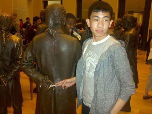fotos-graciosas-con-estatuas23