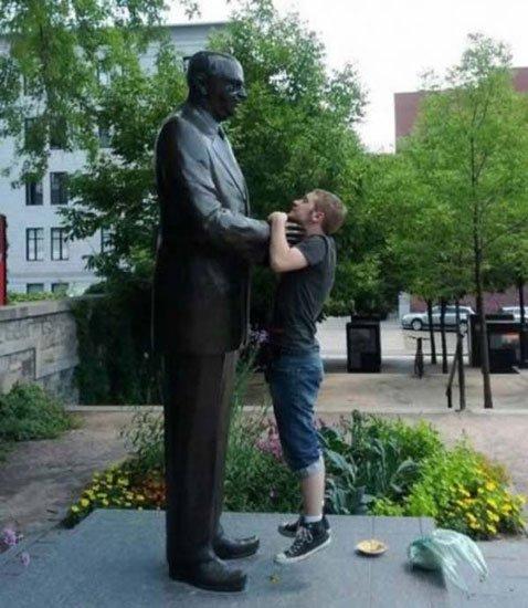 fotos-graciosas-con-estatuas5