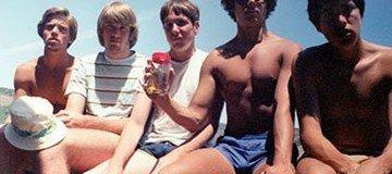 Cinco amigos se hacen la misma fotografía a lo largo de 30 años