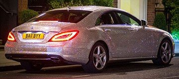 No es una bola de discoteca móvil. Es un Mercedes con un millón de cristales de Swarovski