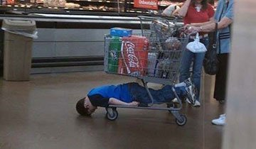 15 Niños a los que no les gusta para nada ir de compras. Y lo demuestran