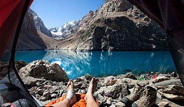 Viajero ruso impresiona al mundo con las vistas desde su tienda de acampada