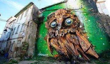 Artista callejero portugués creó esta increíble escultura de un búho usando chatarra.