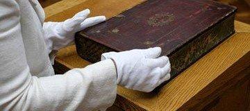 Así es como la gente transportaba una colección del libros antes de los eBooks.