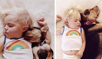 2 Meses después, este peque sigue durmiendo con su cachorro. Adorable.