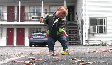Con sólo dos años de edad, este niño nos enseña sus movimientos de Dubstep.