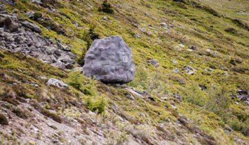 Puede parecer una simple roca en la montaña, pero es algo más cómodo que eso.