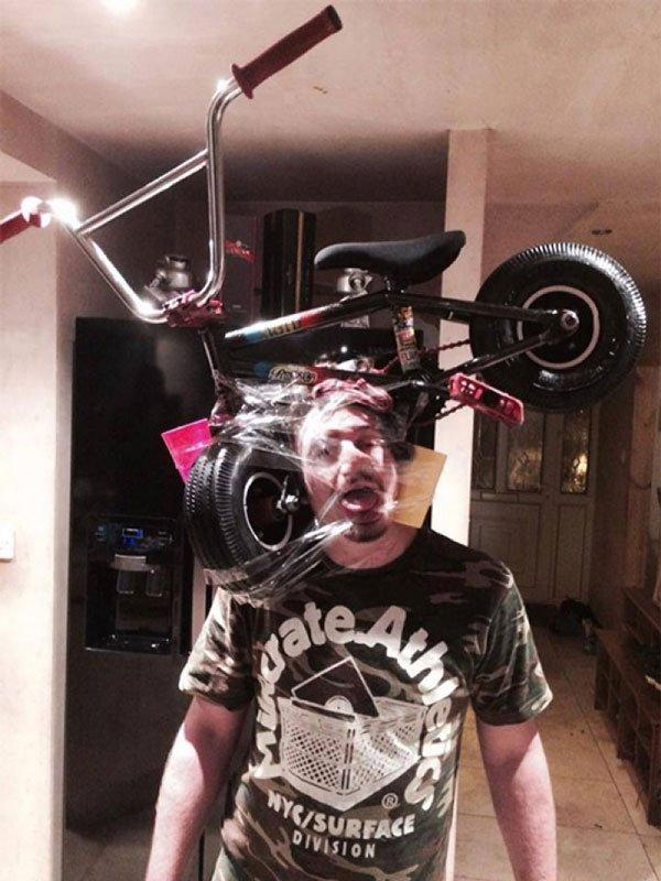sellotape-selfies25