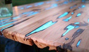 Aunque parezca una mesa normal, cuando cae el sol, esta mesa brilla en la oscuridad.