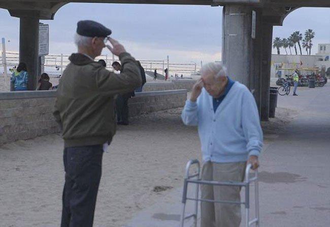 reunion-soldado-prisionero-holocausto3