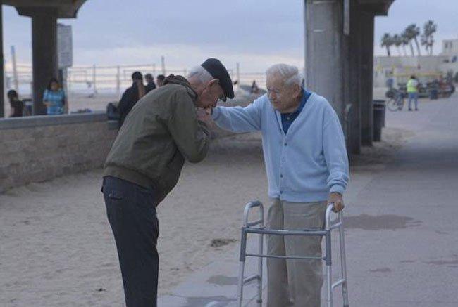 reunion-soldado-prisionero-holocausto6