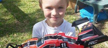 Nadie fue al cumpleaños de este niño autista, pero gracias a internet tuvo el mejor día de su vida.