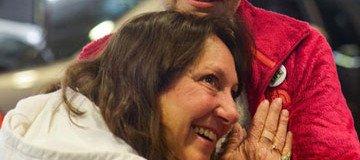 Esta madre escucha de nuevo los latidos del corazón de su hijo, 20 años después de su muerte.