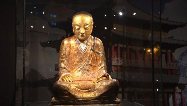momia-dentro-estatua-budista1