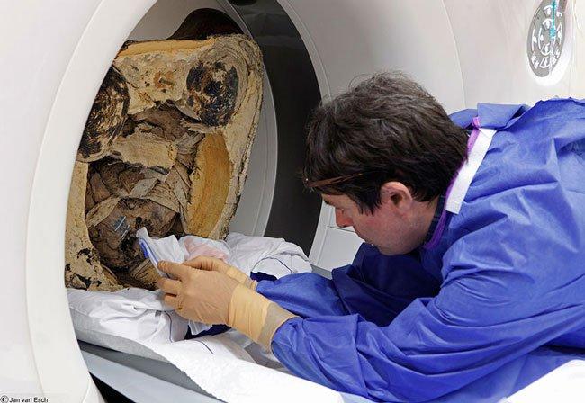 momia-dentro-estatua-budista6