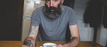 Desde que su hijo tenía 5 años, este padre se tatúa los dibujos de su hijo en el brazo.