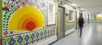 15 Artistas colaboran para que este hospital infantil sea más acogedor para los niños.