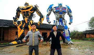 Los Transformers de chatarra que crean este granjero chino y su hijo te dejarán alucinado.