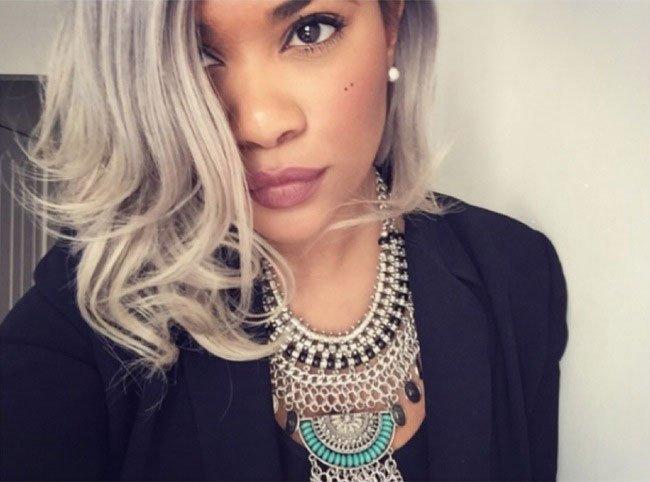 pelo-gris-mujer-tendencia-18