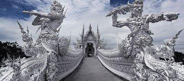 Aunque parezca una obra celestial, este templo es real y se encuentra en Tailandia.