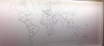Chico autista de 11 años sorprende a la universidad con un detallado mapa del mundo dibujado de memoria.