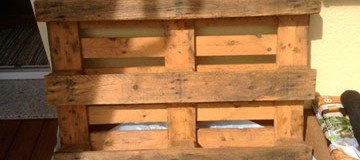 Con un simple palet de madera creó un jardín genial para aquellos que tienen poco espacio.