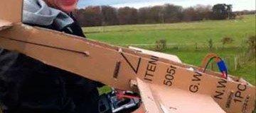 Hazme caso si te digo que esto no es un avión de cartón ordinario.