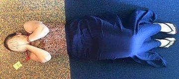 Esta chica acudió a una fiesta vestida como el suelo. Así, literal.