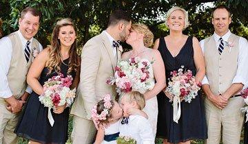 Niña de 4 años roba el protagonismo a su madre, el día de su boda, con un beso sorpresa.