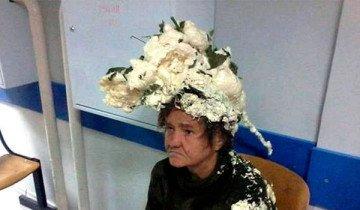 Mujer acaba en el hospital después de confundir su espuma para el pelo con espuma de construcción.