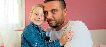 Sus compañeros le ofrecen 350 días de vacaciones, para poder estar con su hija enferma de cáncer.