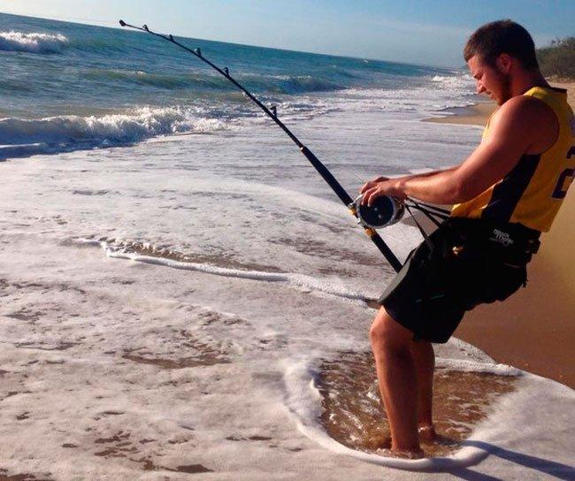pescar-tiburones-manos-4