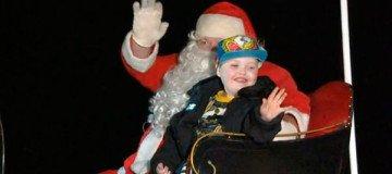 Un pueblo avanza la Navidad para que un niño en fase terminal pueda disfrutarla.