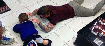 Este peluquero hizo lo imposible para cortar el pelo por primera vez a este niño autista.